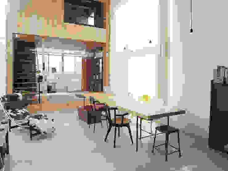 House in Sakuradai de 鈴木淳史建築設計事務所 Escandinavo Madera Acabado en madera