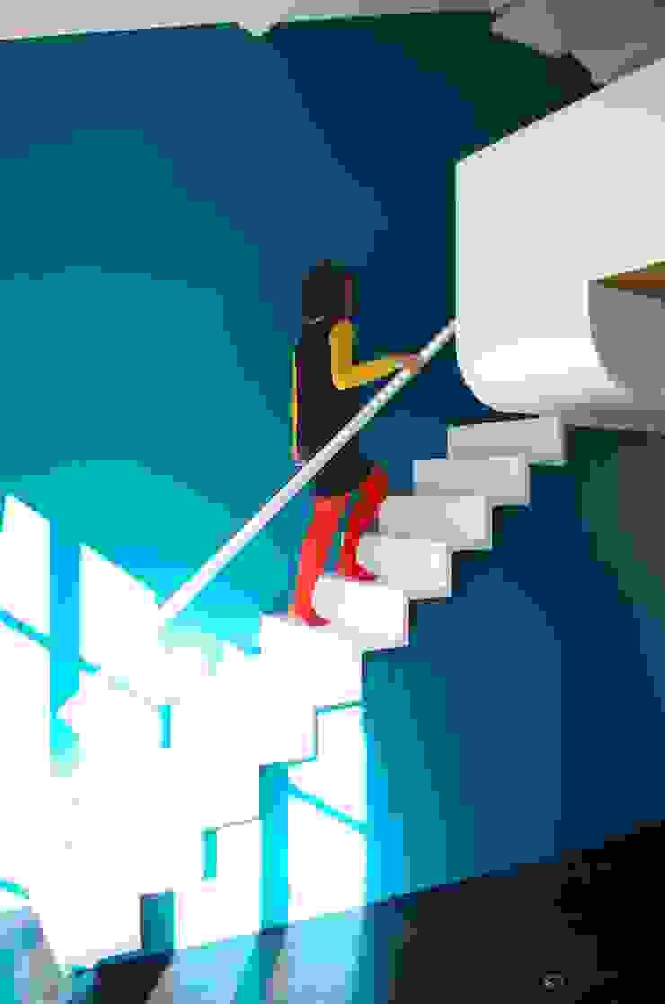 Vers la mezzanine par Metek Architecture