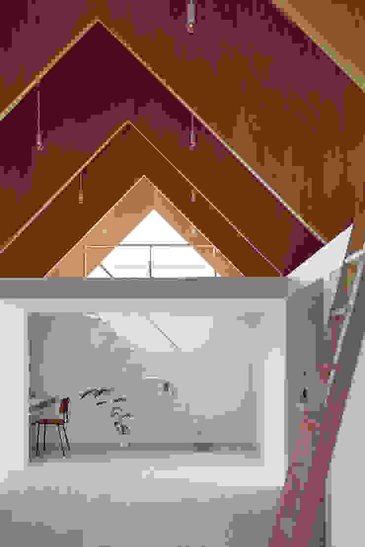 Koyanosumika ma-style architects Minimalist corridor, hallway & stairs