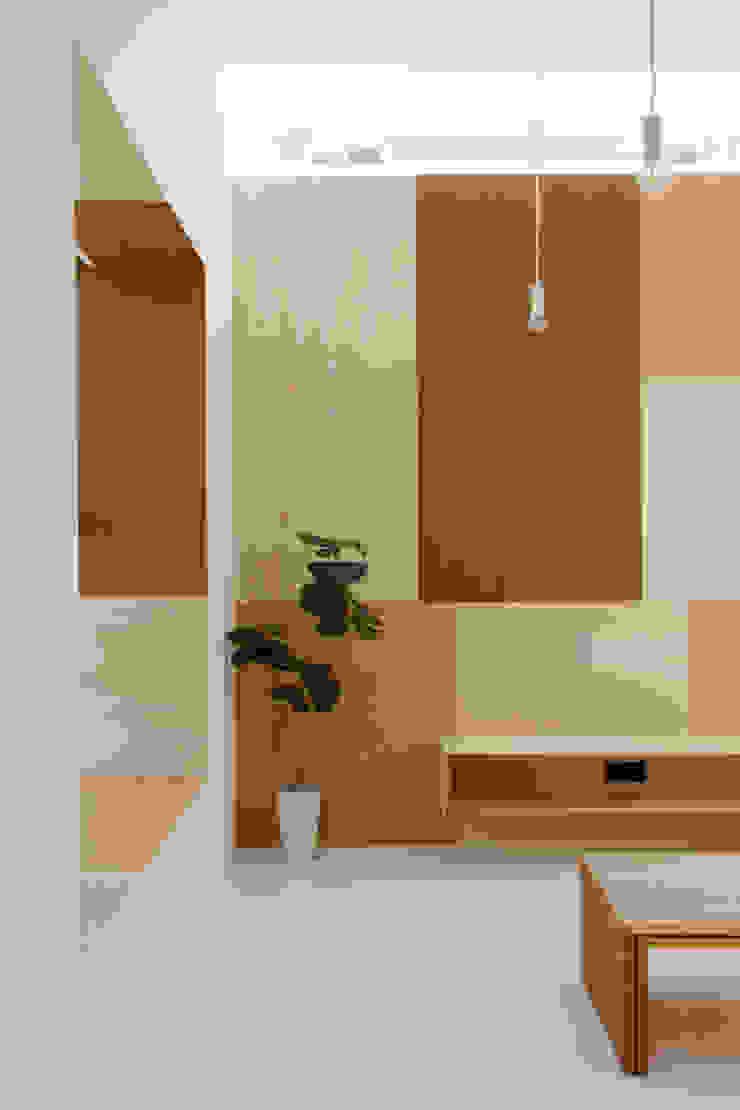 Idokoro Minimalist walls & floors by ma-style architects Minimalist