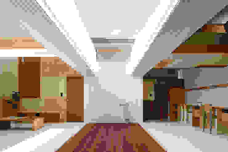 Idokoro Minimalist corridor, hallway & stairs by ma-style architects Minimalist