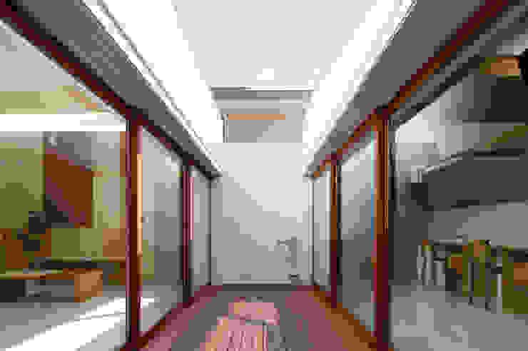 Idokoro Pasillos, halls y escaleras minimalistas de ma-style architects Minimalista