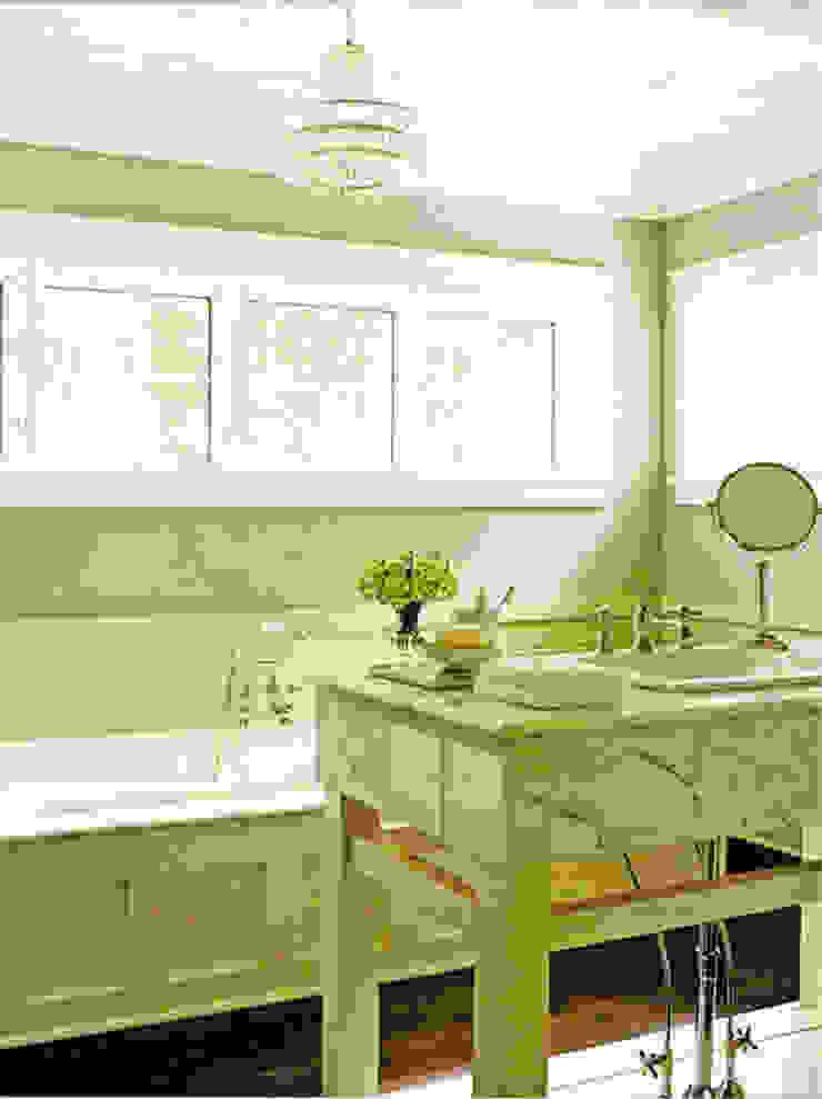 Classic styled bathroom Baños clásicos de Schema Studio Limited Clásico