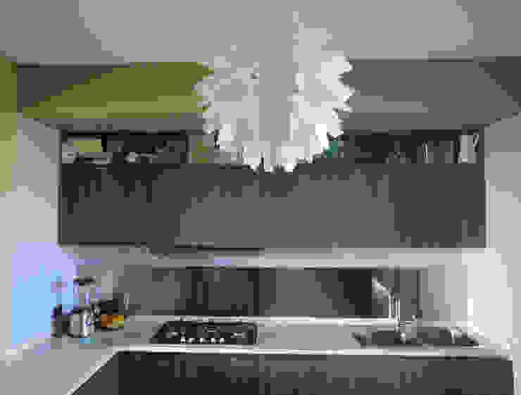 Cucina Cucina eclettica di studionove architettura Eclettico