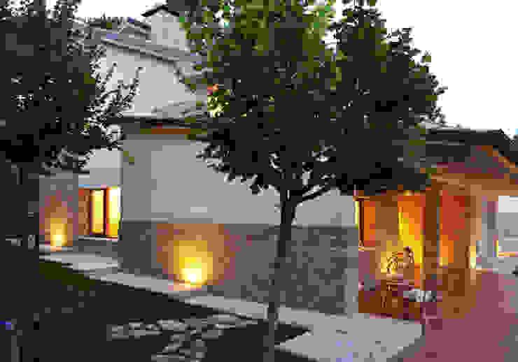 Casa Perlini Balcone, Veranda & Terrazza in stile moderno di matteo avaltroni Moderno