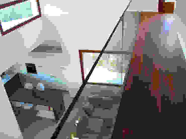 Casa Perlini Ingresso, Corridoio & Scale in stile moderno di matteo avaltroni Moderno