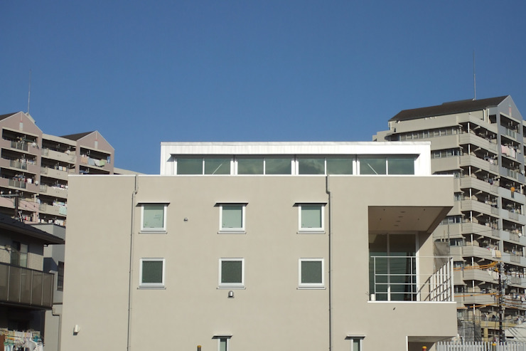 おゆみ野の家 屋上緑化や軒の深いテラス、吹抜けなど自然と家族をつなぐ温かみのある家 モダンな 家 の アトリエ24一級建築士事務所 モダン