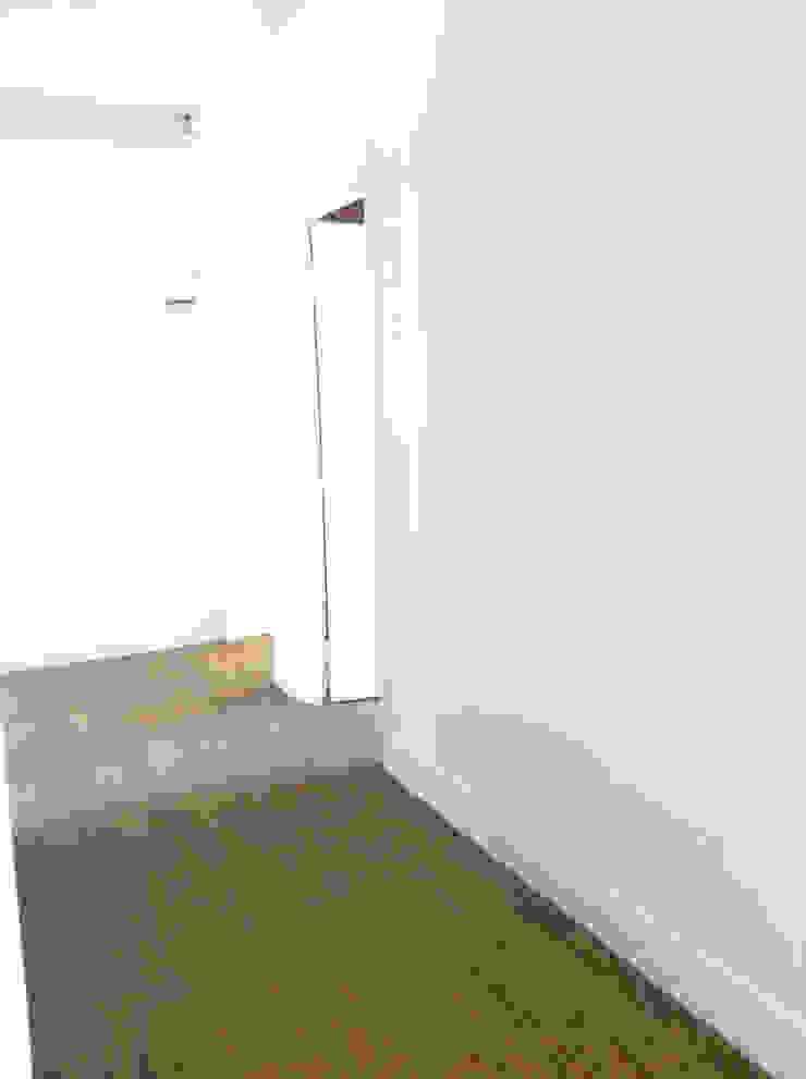 Couloir d'entrée Couloir, entrée, escaliers modernes par Éloïse Déco Moderne