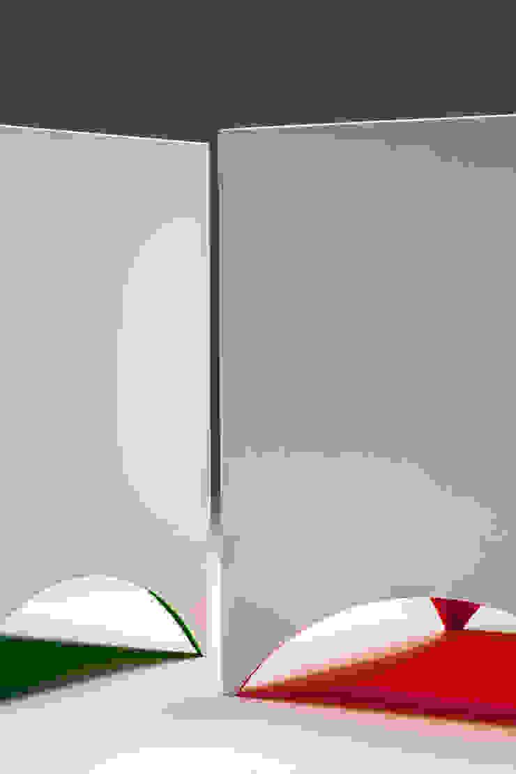 REFLECTION SOFA: KEISUKE FUJIWARA DESIGN OFFICEが手掛けた現代のです。,モダン