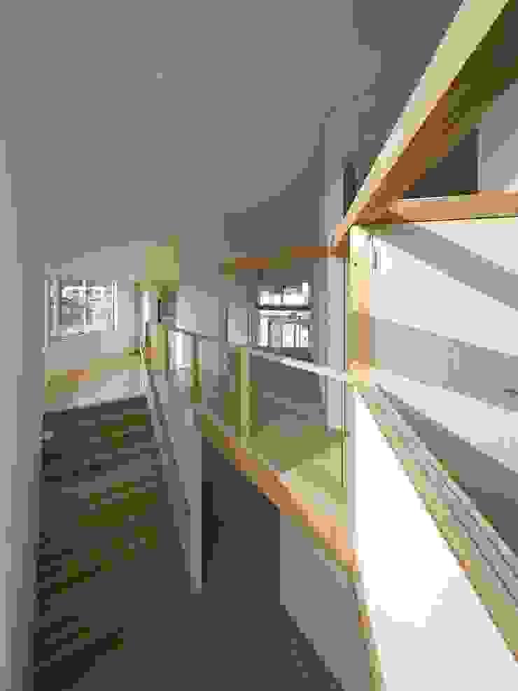 兵庫・S モダンスタイルの 玄関&廊下&階段 の 塔本研作建築設計事務所 モダン