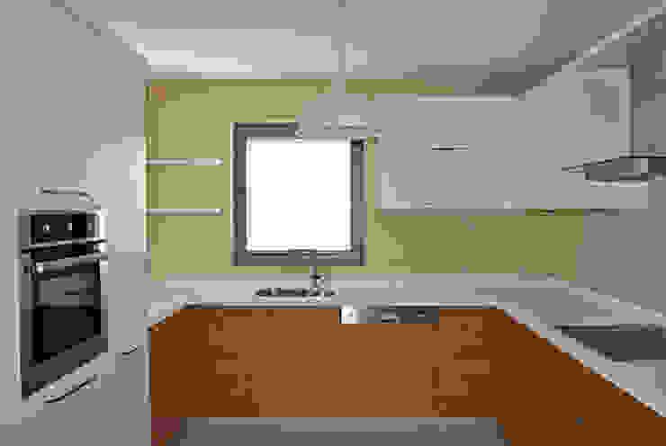 Modern Kitchen by Estateinwest Modern