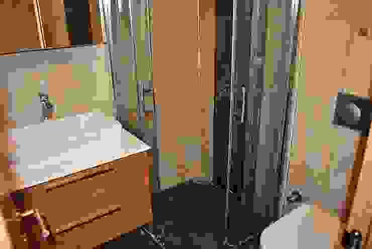 Modern Bathroom by Estateinwest Modern