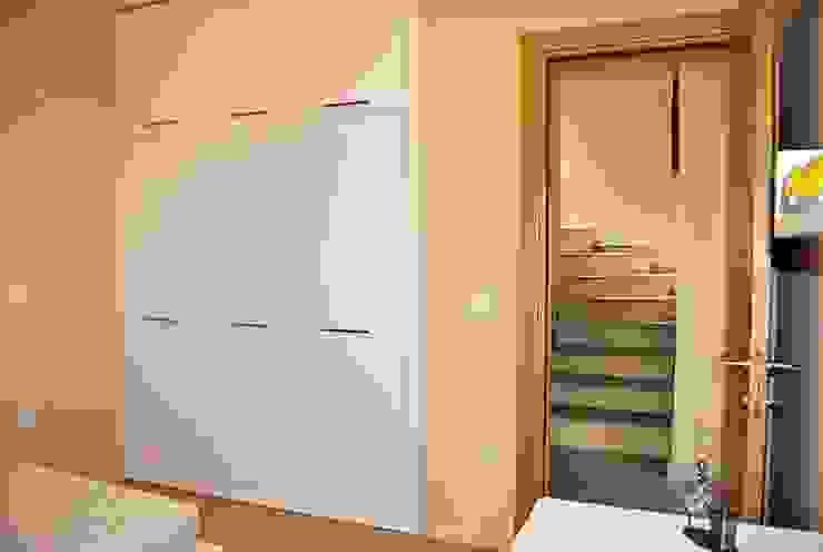 Azure Villaları 3 Odalı İkiz Dubleksler Estateinwest Modern Koridor, Hol & Merdivenler