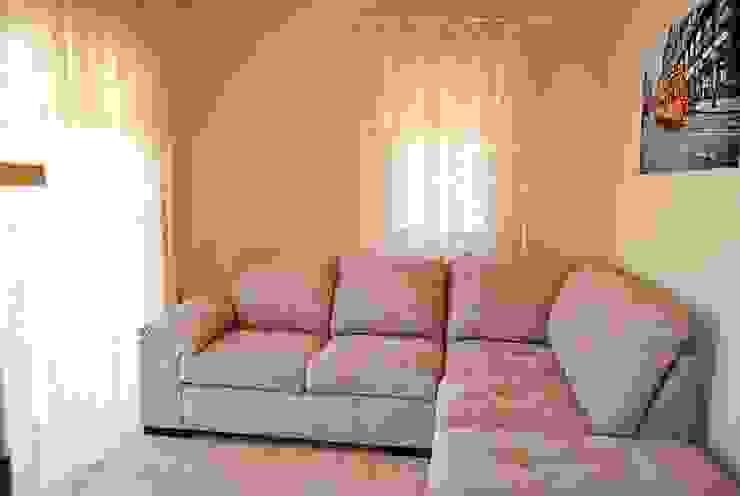 Modern Living Room by Estateinwest Modern