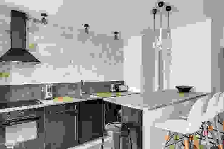 Minimalistyczna kuchnia od Jen Mood Architecture Minimalistyczny