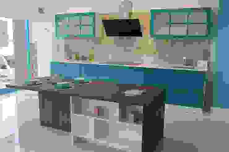 Modern kitchen by ORGE YAPI TASARIM DEK.İNŞ.NAK.MAD.SAN. ve TİC.LTD.ŞTİ. Modern