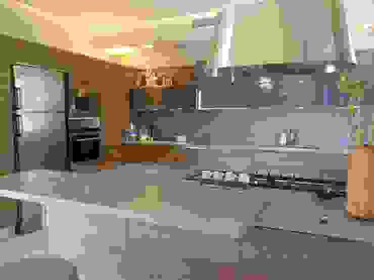 現代廚房設計點子、靈感&圖片 根據 ISLA GRUP 現代風