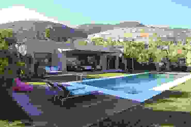 Nhà phong cách Địa Trung Hải bởi ISLA GRUP Địa Trung Hải