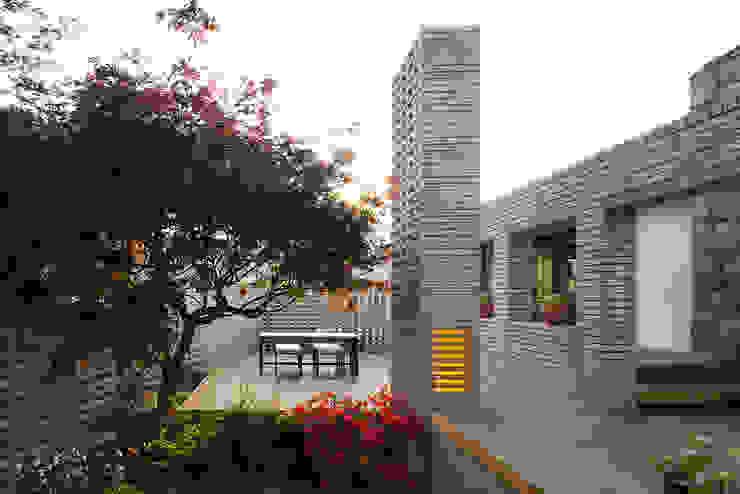 Modern houses by 무회건축연구소 Modern