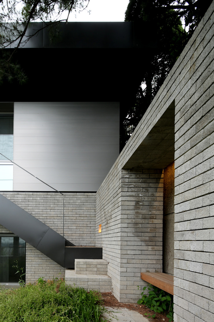 건우씨네 집수리(KUNWOO'S JIP-SOORI) 모던스타일 주택 by 무회건축연구소 모던
