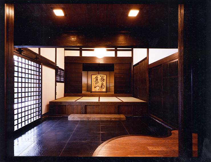 応接間より玄関を見る。: 小河原建築設計事務所が手掛けたクラシックです。,クラシック