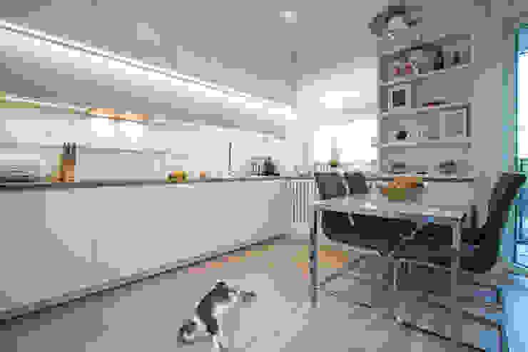 .nowoczesne kobiece mieszkanie w Warszawie Nowoczesna kuchnia od Art of home Nowoczesny