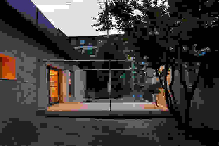 Casas de estilo  por 무회건축연구소