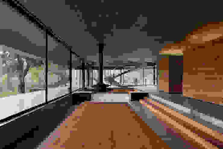 Duas casas em Monção: Salas de estar  por JPL Arquitecto,