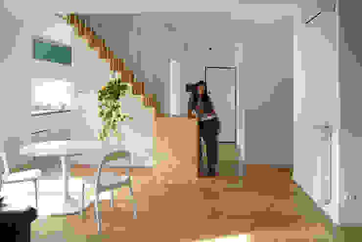 appartamento in città _ Case moderne di atelier architettura Moderno