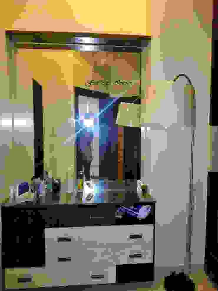Walk-in Closet Modern bathroom by Five One Interio Modern