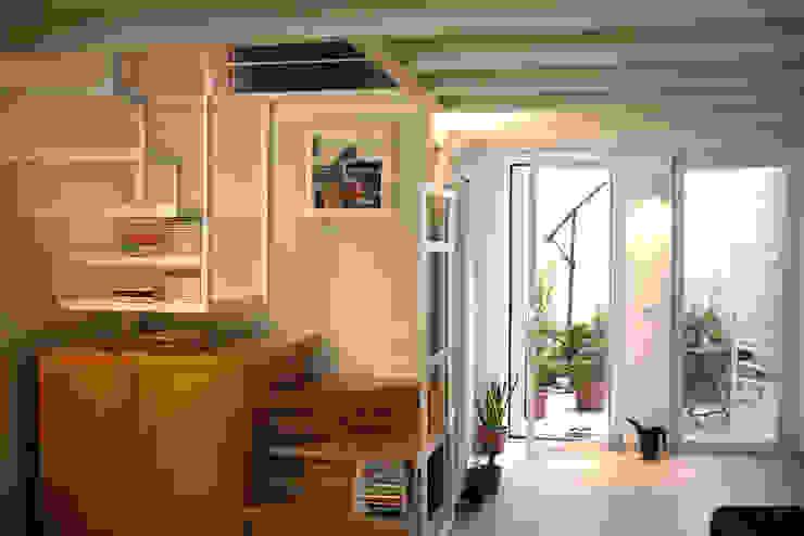 Casa CM Ingresso, Corridoio & Scale in stile industriale di Nicola Sacco Architetto Industrial