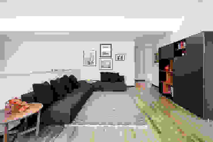 light grey Soggiorno minimalista di 23bassi studio di architettura Minimalista
