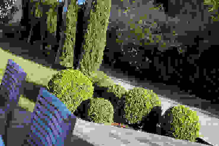 Garden by Alizé Chauvet Architecte - Designer intérieur Iндустріальний