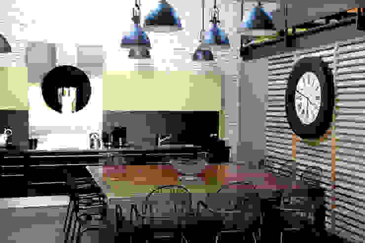 Kitchen Industrial style houses by Alizé Chauvet Architecte - Designer intérieur Industrial