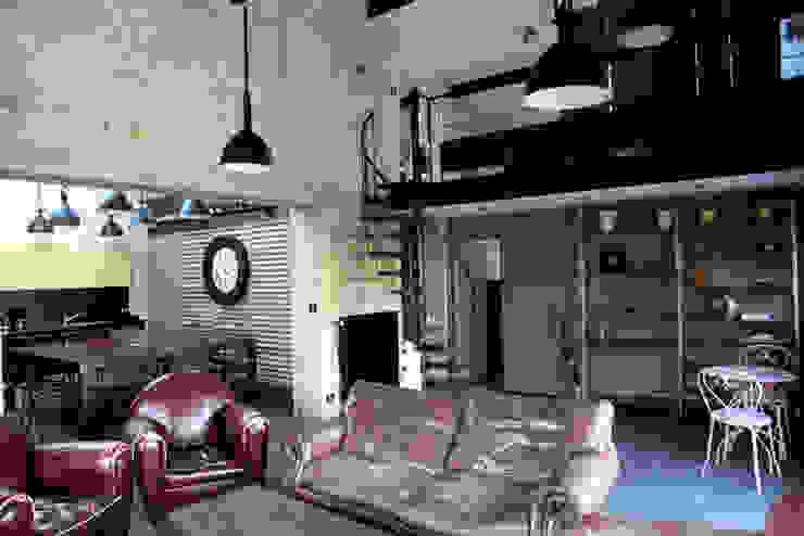 Salon Maisons industrielles par Alizé Chauvet Architecte - Designer intérieur Industriel