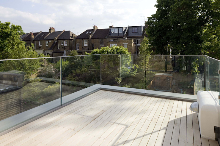 Huddleston Road Modern balcony, veranda & terrace by Sam Tisdall Architects LLP Modern