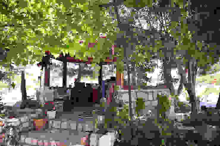 ARAL TATİLÇİFTLİĞİ Country style balcony, veranda & terrace