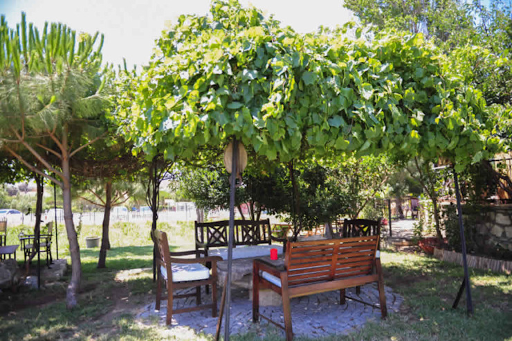 Balcone, Veranda & Terrazza in stile rurale di ARAL TATİLÇİFTLİĞİ Rurale