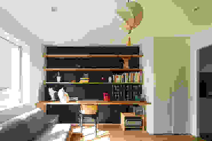 O-RENOVATION 現代房屋設計點子、靈感 & 圖片 根據 TOFU 現代風