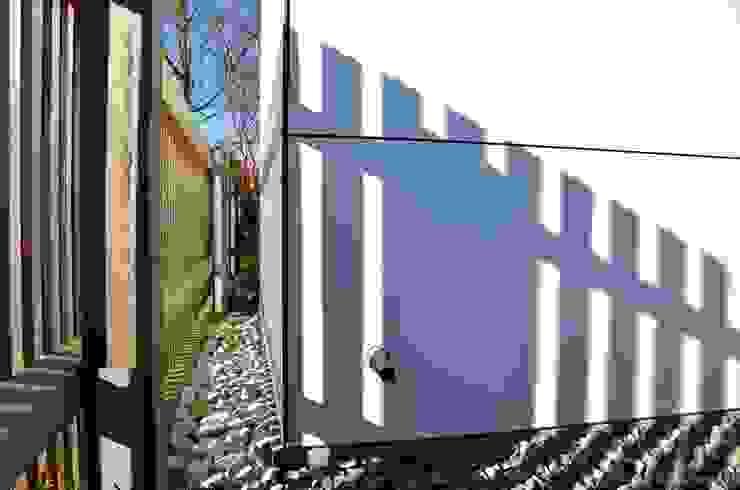 @gart design gartenhaus – Augsburg Moderne Garagen & Schuppen von design@garten - Alfred Hart - Design Gartenhaus und Balkonschraenke aus Augsburg Modern Holz-Kunststoff-Verbund