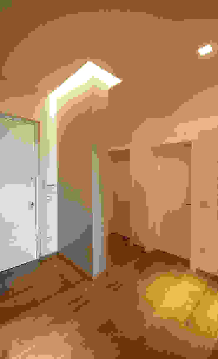 Casa in centro storico Finestre & Porte in stile moderno di Luca Mancini | Architetto Moderno