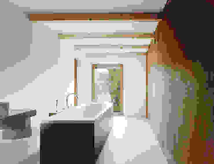 Casas de banho minimalistas por JAN RÖSLER ARCHITEKTEN Minimalista