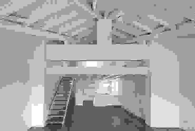 REFORMA DE VIEVIENDA EN PAMPLONA Casas de estilo moderno de Garbisu arquitectos Moderno