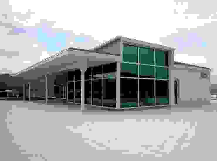 Planta dirección y cubierta Oficinas y tiendas de estilo moderno de arquitectura & diseño mobilarte, s.a. Moderno
