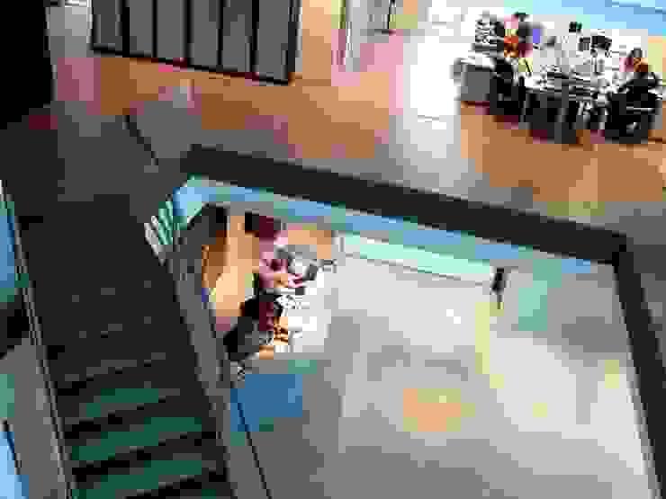 Pasillo Oficinas y tiendas de estilo moderno de arquitectura & diseño mobilarte, s.a. Moderno