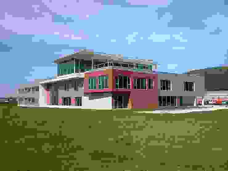 Fachada principal Oficinas y tiendas de estilo moderno de arquitectura & diseño mobilarte, s.a. Moderno