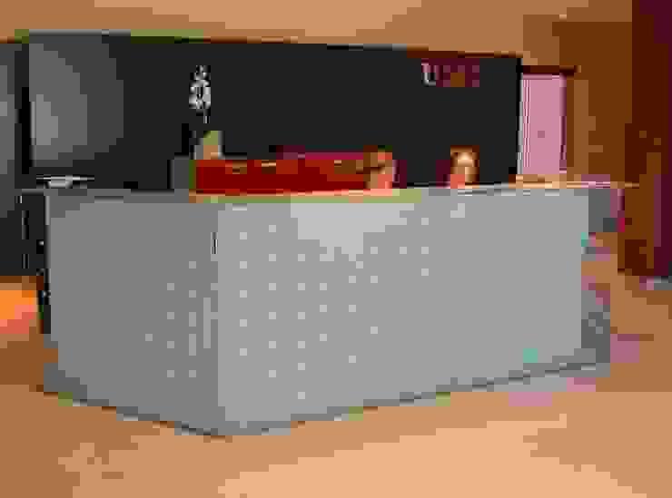 Mostrador Oficinas y tiendas de estilo moderno de arquitectura & diseño mobilarte, s.a. Moderno