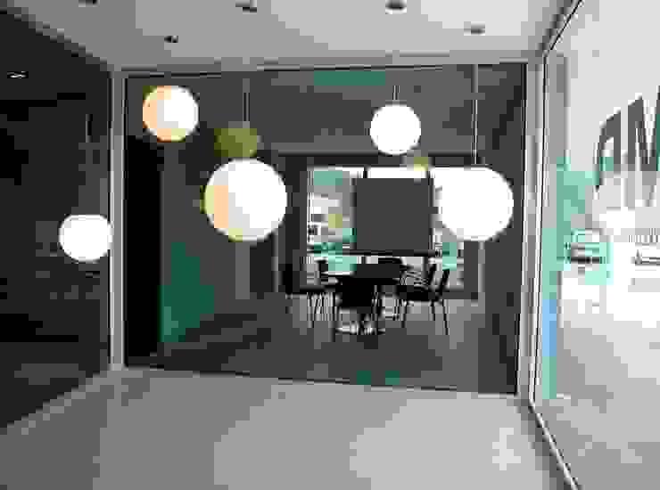 Entrada Oficinas y tiendas de estilo moderno de arquitectura & diseño mobilarte, s.a. Moderno