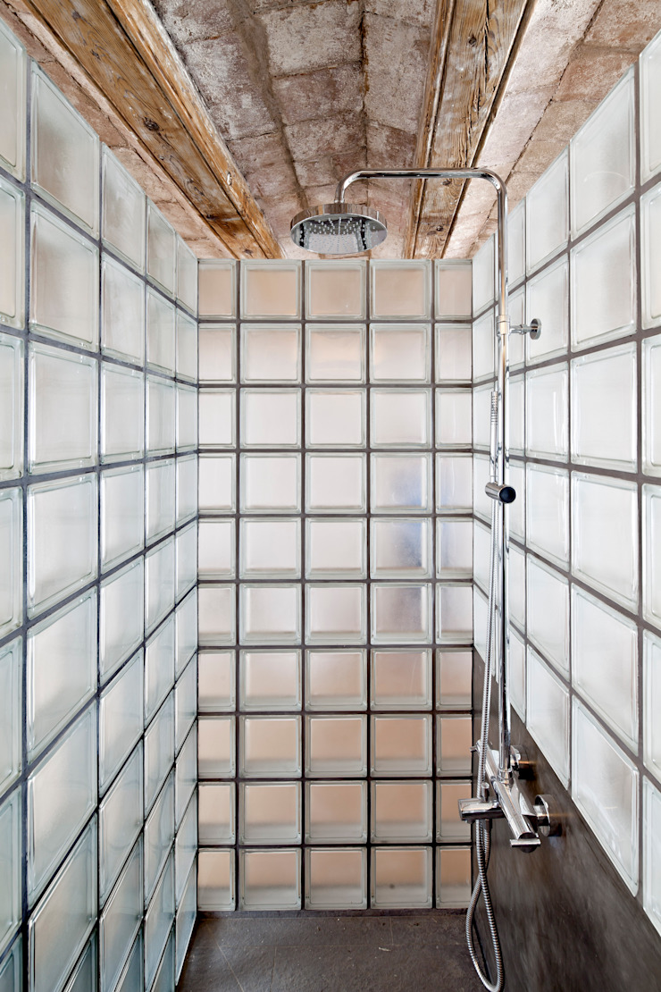 DUCHA Baños de estilo mediterráneo de Alex Gasca, architects. Mediterráneo