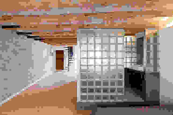 BAÑO Pasillos, vestíbulos y escaleras de estilo mediterráneo de Alex Gasca, architects. Mediterráneo